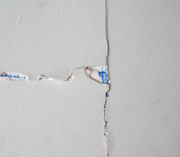 cracked drywall