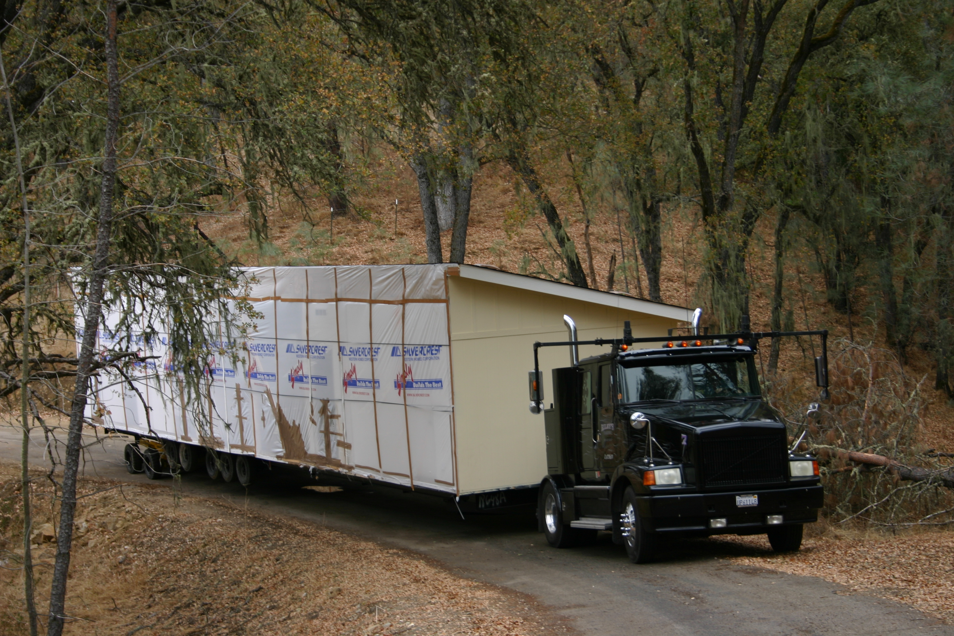 Modular home delivery truck