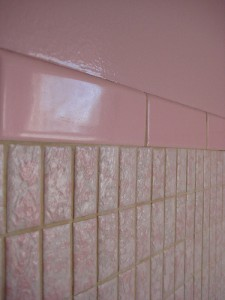 Home decor inspiration - 1950s Pink Bathroom tile